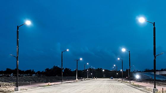 vertical solar pole light